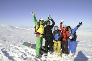Happy skiers at the top of Voitasriita. Mars 28 2011, Heliski in Sweden. Photo: Andreas Bengtsson