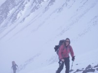 Jojo leden. Beth Friberg in the pass between Knivkammen and the Pyramid Ski. touring Kebnekaise 6 April 2011 Photo: Magnus Strand